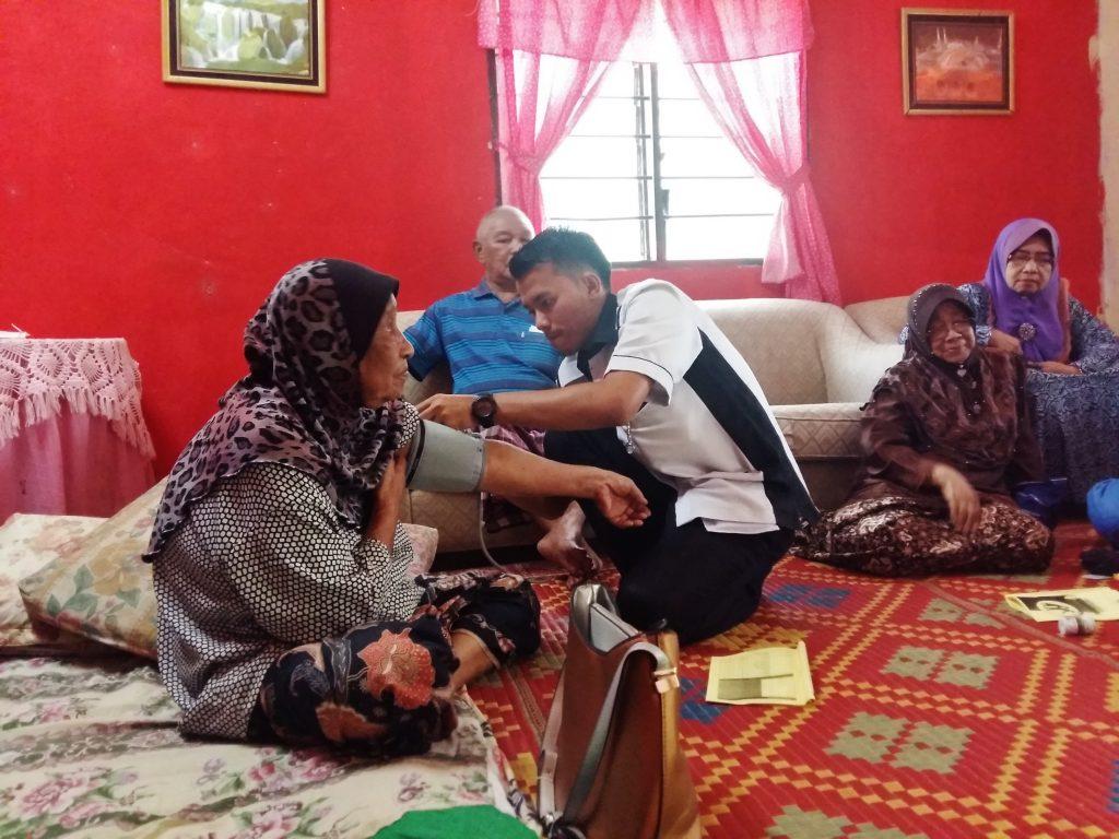 Warga Emas Uzur Menunaikan Haji